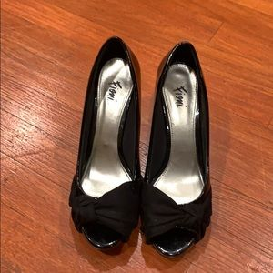 Women's high heels size 8, used in good condition.
